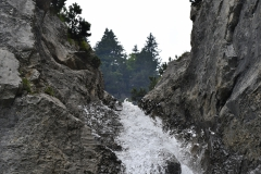 Bergbach über Felsen